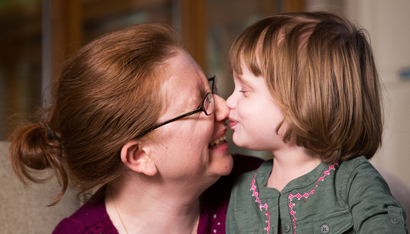 Caroline kisses her mother Stacy